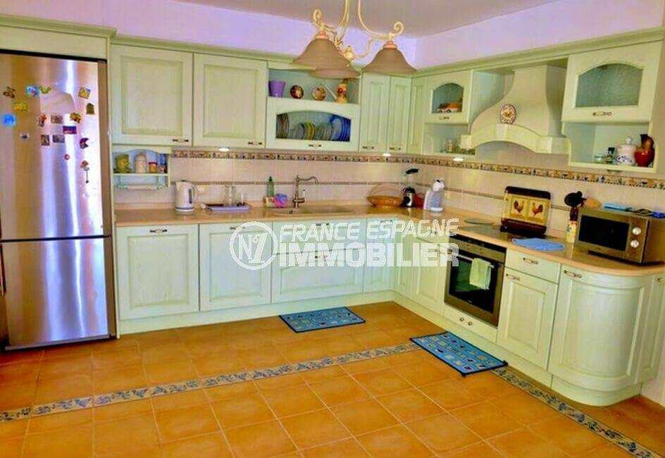 maison a vendre a empuriabrava, 213 m² avec 4 chambres, cuisine ouverte, nombreux rangements