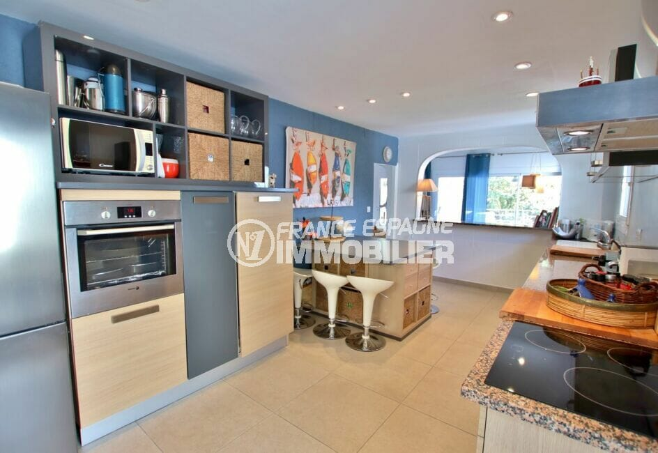 achat maison roses espagne, 300 m², cuisine ouverte aménagée et équipée, coin repas