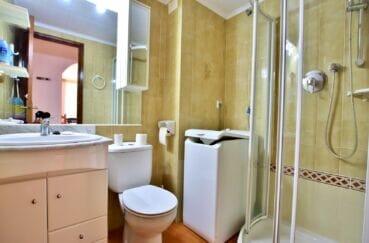 vente immobilière costa brava: appartement 2 pièces 37 m², salle d'eau avec douche et wc