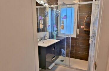 achat maison roses espagne, 3 pièces 92 m², salle d'eau avec douche