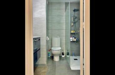 vente immobilier costa brava: appartement 3 pièces 86 m², salle d'eau avec 2 pommeaux de douche