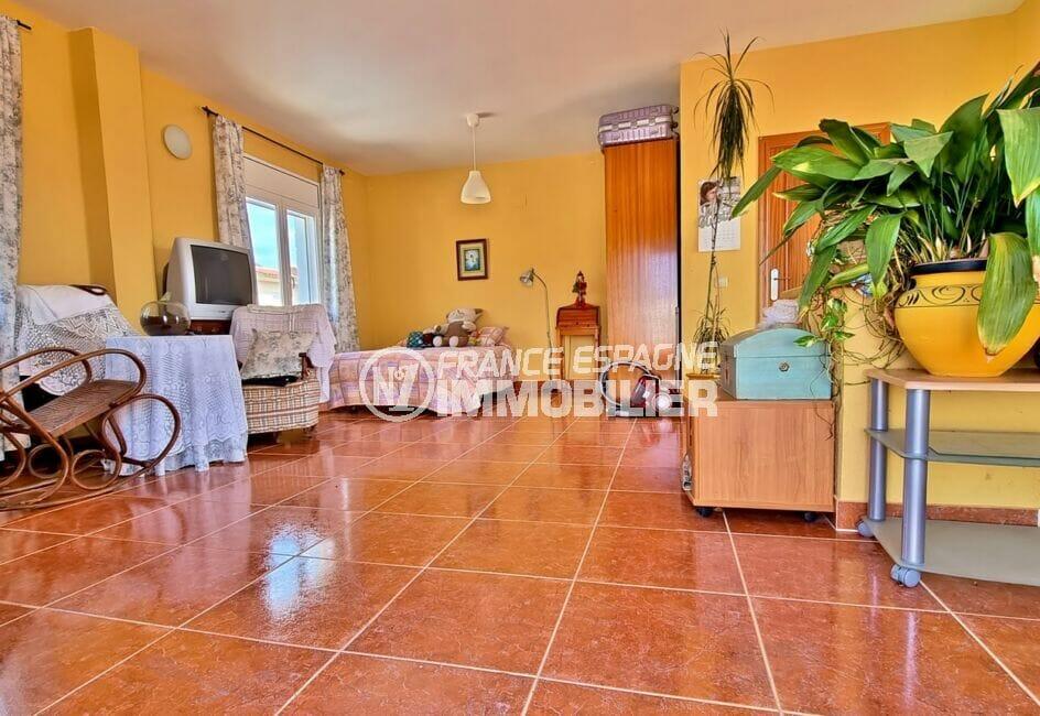immo center roses: villa 4 pièces 282 m²,, 1° chambre avec lit double, terrasse