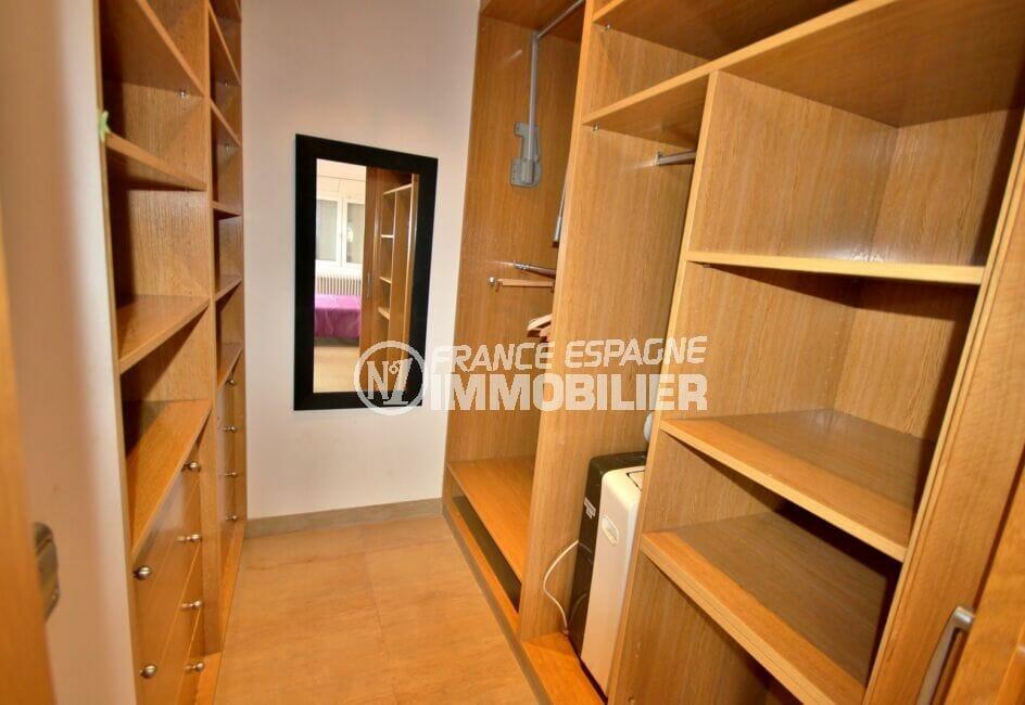 maison a vendre espagne,  5 pièces 265 m², dressing dans la chambre parentale