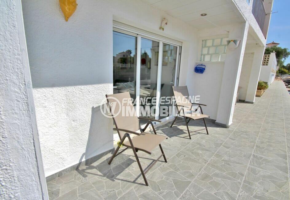 vente immobiliere costa brava: appartement de 38 m², terrasse vue canal
