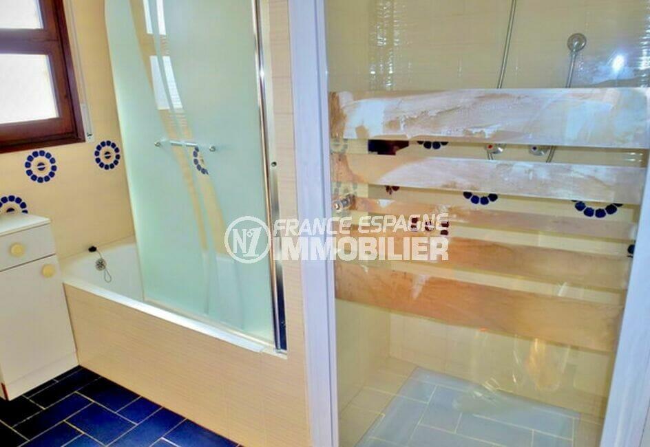 achat maison espagne costa brava, 200 m² avec 4 chambres, salle de bain, baignoire et douche