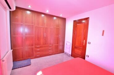 achat maison rosas, villa 109 m², chambre à coucher avec belle armoire / penderie encastrée
