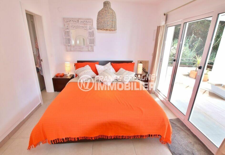immo center roses: villa 300 m², chambre à coucher avec accès terrasse