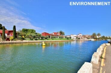 magnifique villas tout le long du canal d'empuriabrava