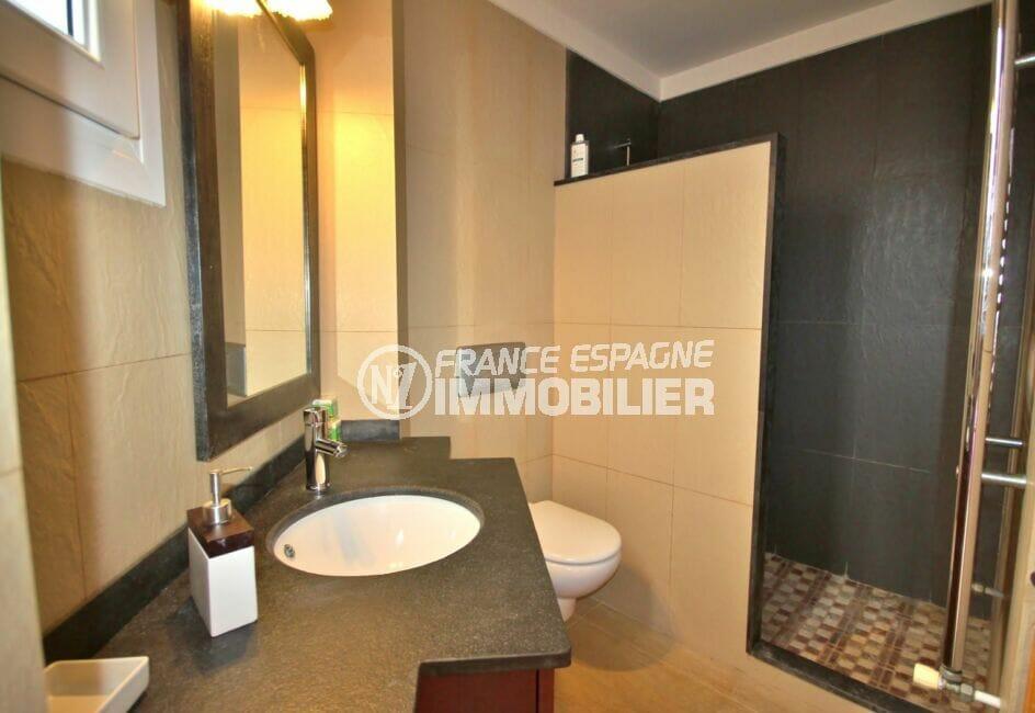 agence empuriabrava: villa  5 pièces 265 m², salle d'eau dans la suite parentale avec wc