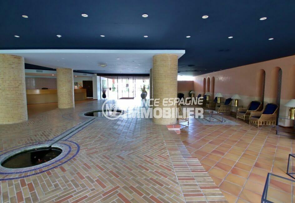 appartement a vendre a rosas, 2 pièces 48 m², hall spacieux de la résidence