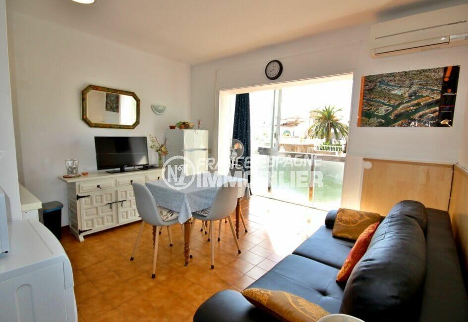 immo costa brava: appartement de 38 m², salon lumineux, climatisation