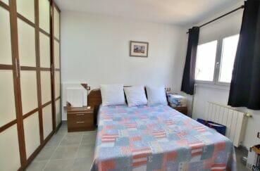 achat maison roses espagne, villa 109 m², chambre avec très grande armoire / penderie