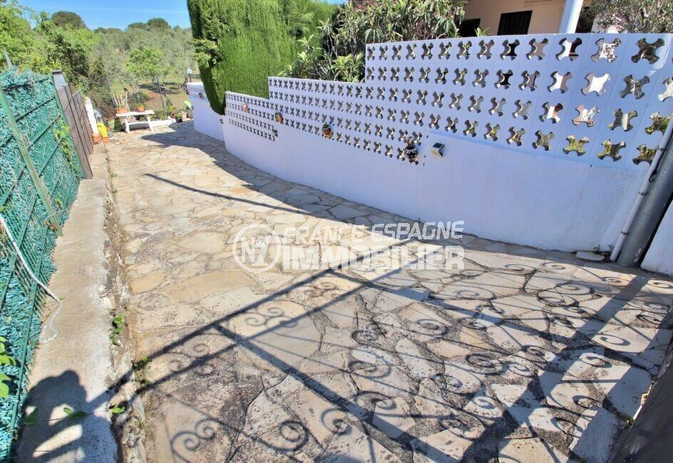 roses immobilier: villa 3 pièces 92 m², parking cour intérieure pour 3 voitures