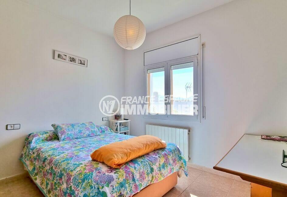 achat villa roses, 4 pièces 282 m², 3° chambre avec lit double, bureau