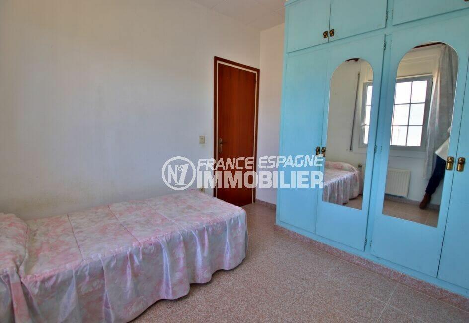 immo costa brava: villa 105 m², chambre à couher avec armoire/penderie