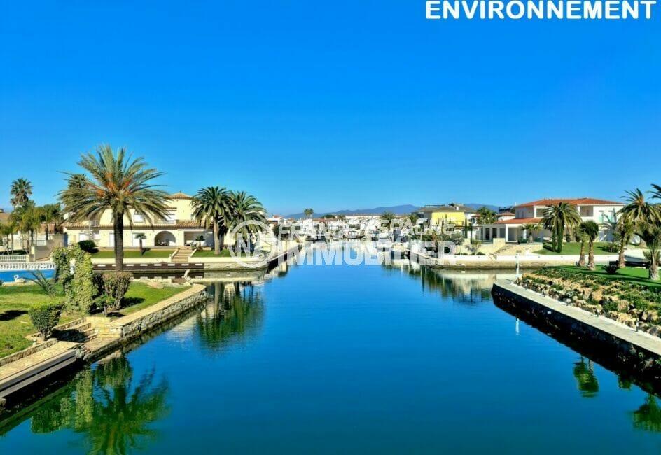 empuirabrava, la venise de la costa brava avec ses longs canaux bordés de villas sublimes