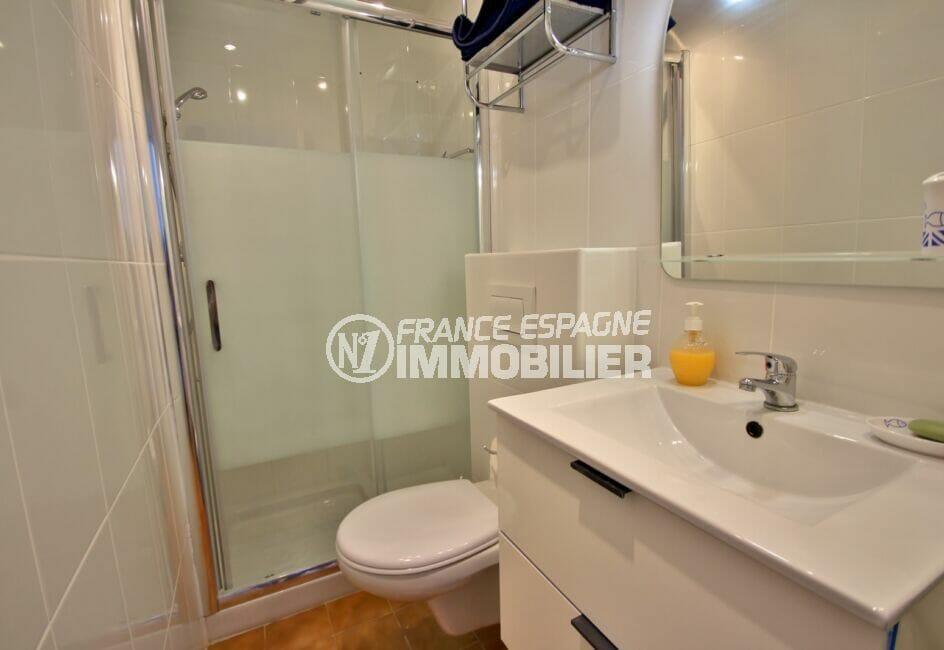 vente immobilier costa brava: appartement de 38 m², salle d'eau avec douche et wc