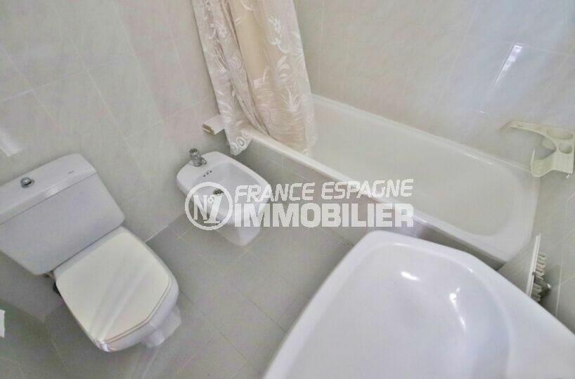 vente immobilier costa brava: villa 105 m², salle de bain avec baignoire et xc