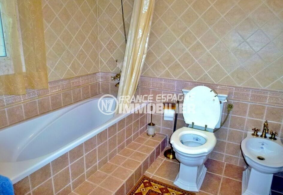 acheter maison costa brava, 213 m² avec 4 chambres, salle de bain avec baignoire et wc