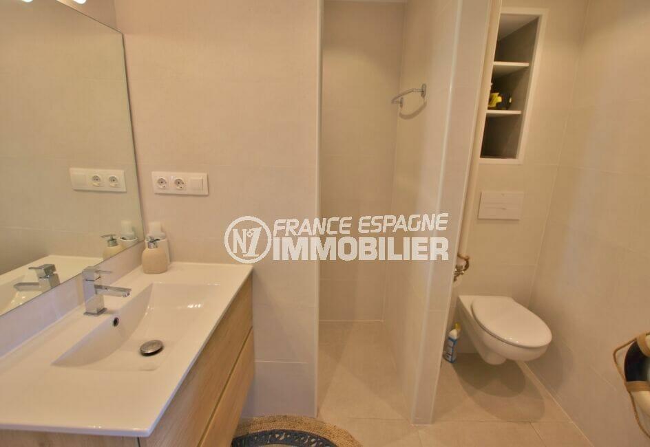 agence immobilière costa brava: villa 300 m², salle d'eau avec wc et douche