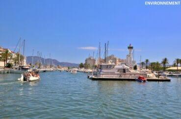 le port de plaisance d'empuriabrava et ses superbes bateaux à voiles ou à moteur