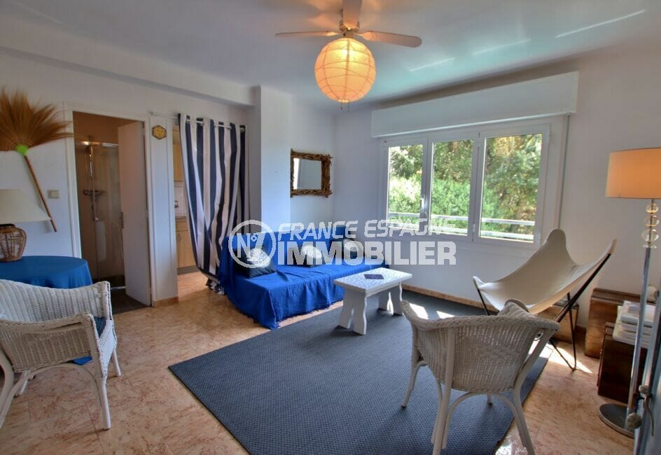 vente immobiliere rosas espagne: villa 300 m², salon avec ventillateur plafond