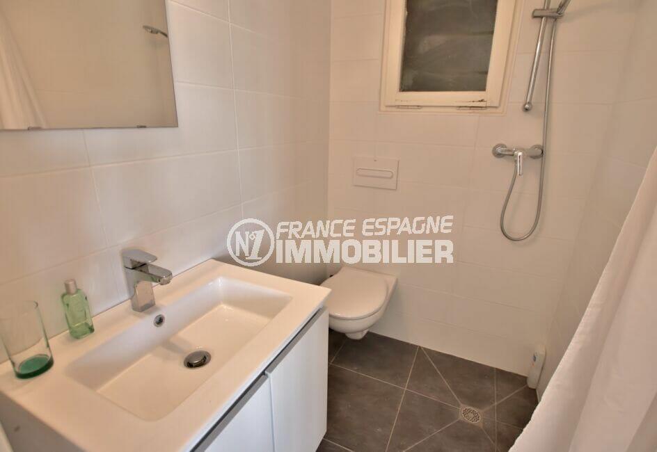 la costa brava: villa 300 m², salle d'eau avec douche à l'italienne, wc