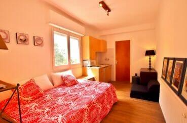 acheter maison costa brava, chambre à coucher avec carrelage au sol