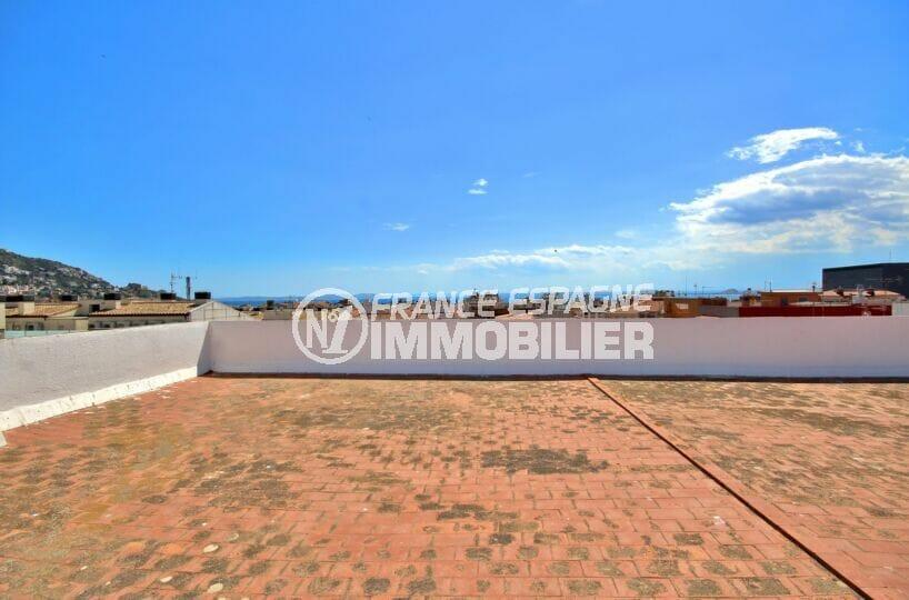 appartement roses centre-ville, 4 pièces 72 m² avec terrasse et aussi terrasse solarium communautaire vue mer, plage 400 m