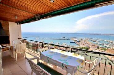 immo roses: appartement 3 pièces 62 m², terrasse de 12 m² avec vue mer/port, plage et commerces 500 m