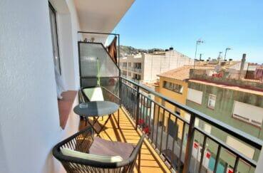 vente appartement rosas, 4 pièces 72 m², belle terrasse couverte aménagée