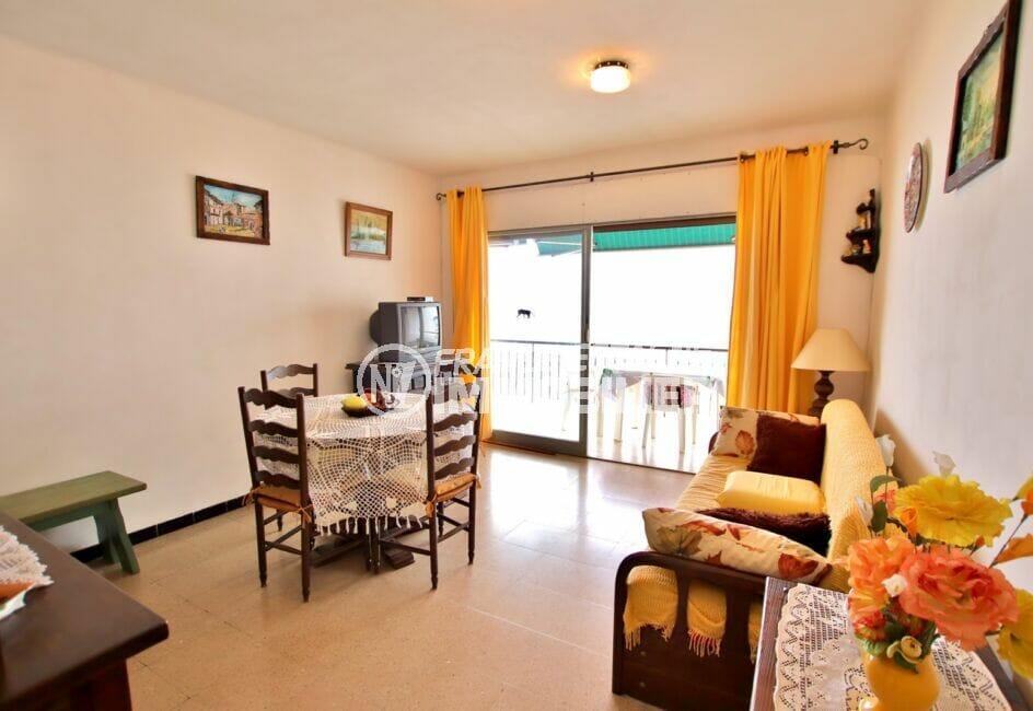 vente appartement rosas, 3 pièces 62 m², salon/salle à manger avec accès à la terrasse