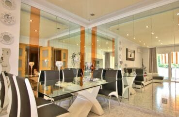 appartement rosas à vendre,  4 pièces 96 m², salon/séjour avec mur de miroirs