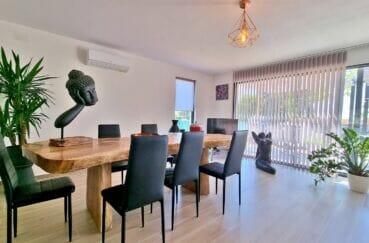 ventes immobilieres rosas espagne: villa 4 pièces 131 m², salle à manger, lustre au plafond