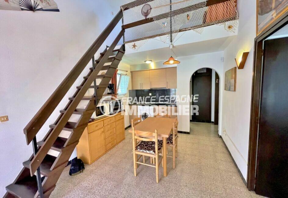 achat maison empuriabrava,  3 pièces 76 m², joli escalier en bois menant à l'étage