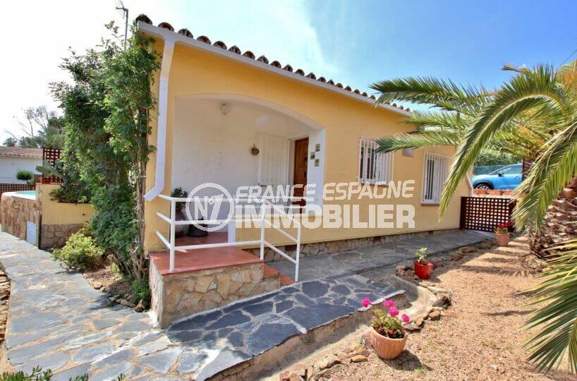 achat maison costa brava bord de mer, 4 pièces 145 m², entrée de la villa avec jardin, cour
