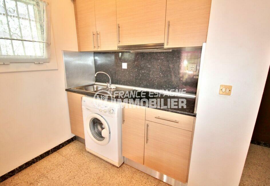 acheter maison empuriabrava, coin cuisine avec rangements, branchement lave-linge