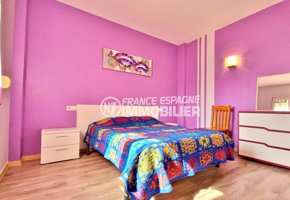 """appartements a vendre a rosas, 3 pièces 60 m², 1° chambre """"rose"""", lit double"""