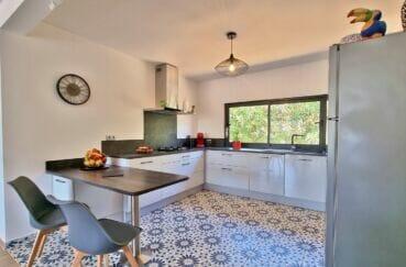 vente maison rosas espagne, villa 4 pièces 131 m², jolie cuisine améenagée et équipée