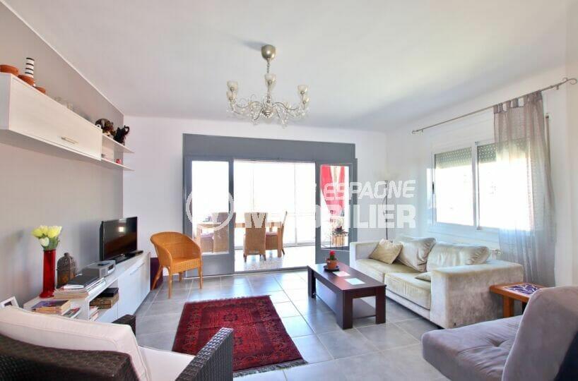 achat maison rosas, 4 pièces 166 m², salon avec accès direct sur la véranda