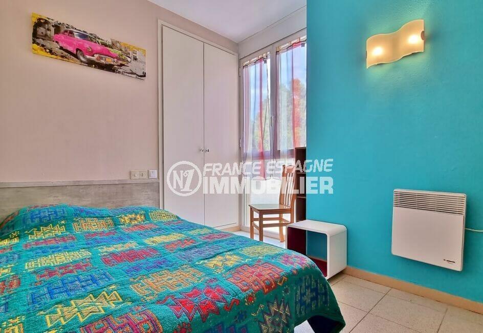 """appartement à vendre à rosas espagne, 3 pièces 60 m², 2° chambre """"bleu"""", armoire encastrée"""