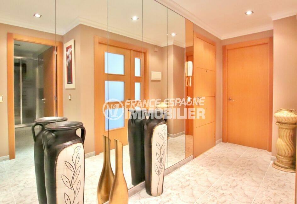 achat appartement roses espagne,  4 pièces 96 m², hall d'entrée avec mur de miroirs