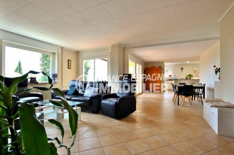 la costa brava: villa 4 pièces 145 m², salon / salle à manger lumineux