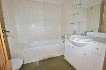 appartement à vendre rosas, 5 pièces 95 m², 1° salle de bain avec baignoire et wc