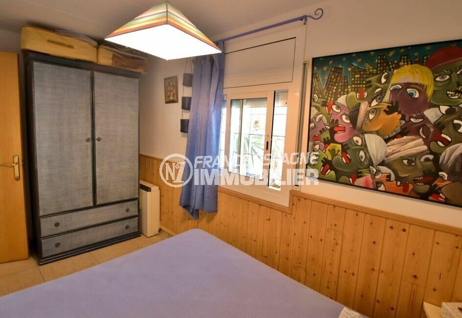 maison a vendre espagne bord de mer, 3 pièces 66 m², chambre à coucher, lustre au plafond