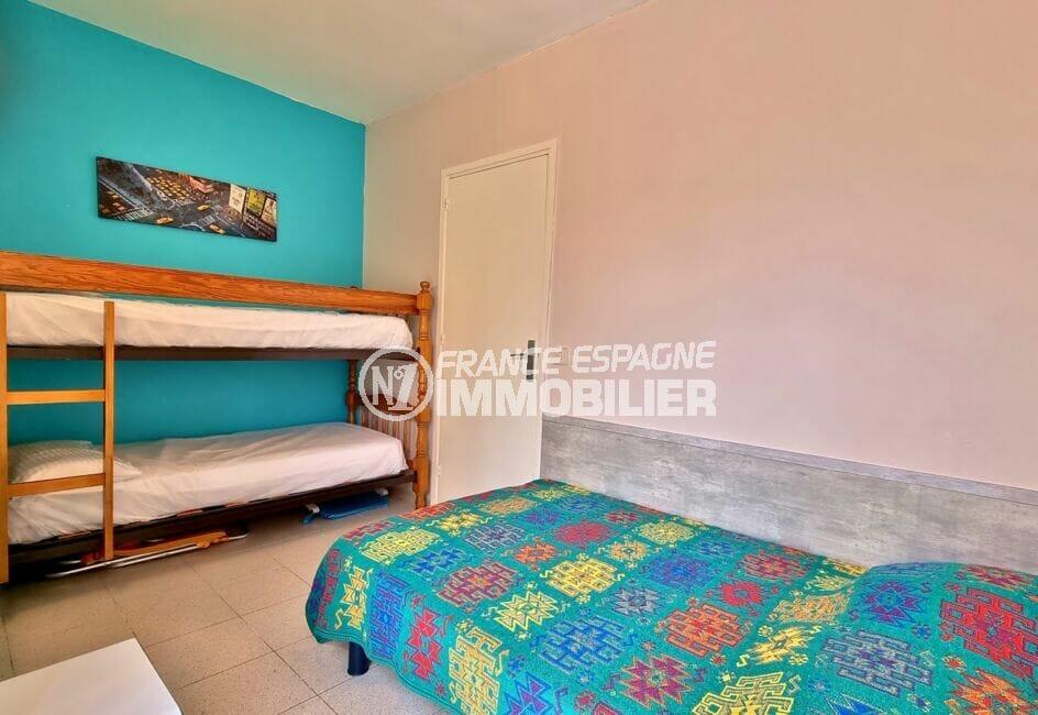 achat appartement costa brava, 3 pièces 60 m², chambre avec 1 lit double et lits superposés