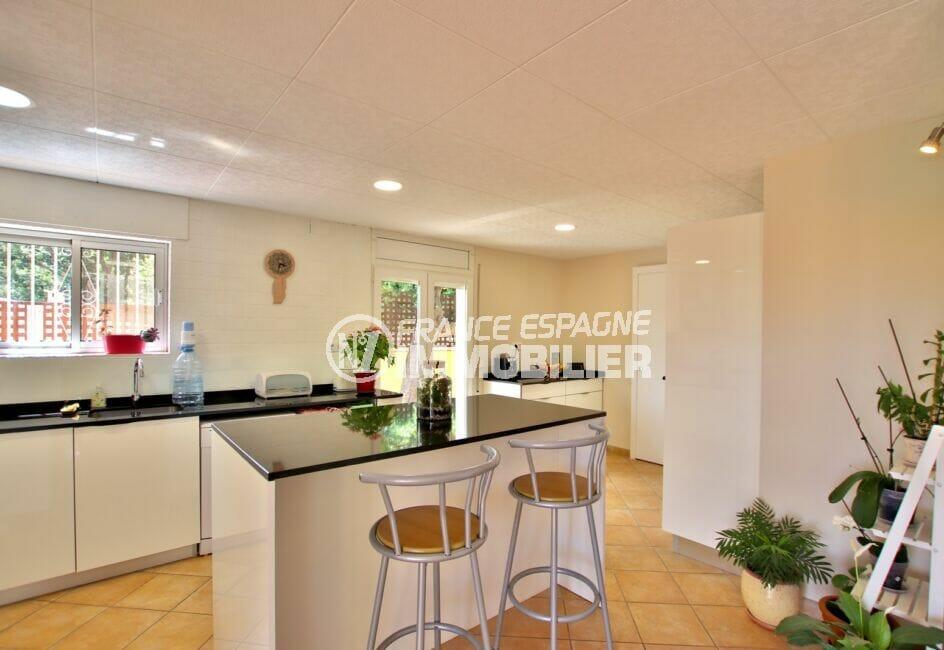 achat immobilier espagne costa brava: villa 4 pièces 145 m², cuisine américaine aménagée