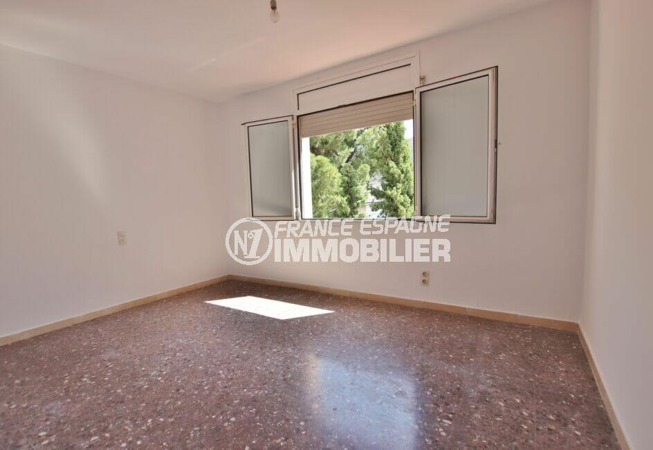 vente appartement costa brava, 5 pièces 95 m², chambre à coucher lumineuse