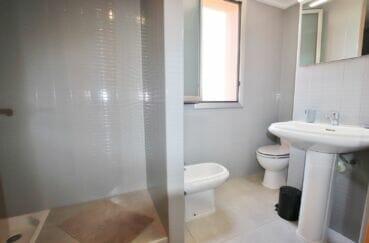 achat appartement rosas, 3 pièces 64 m², salle d'eau avec douche, bidet et ww