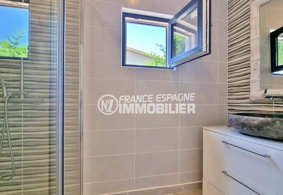 maison a vendre espagne bord de mer, villa 4 pièces 131 m², salle d'eau avec douche